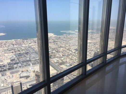 Vue depuis le 148e étage du Burj Khalifa à Dubai