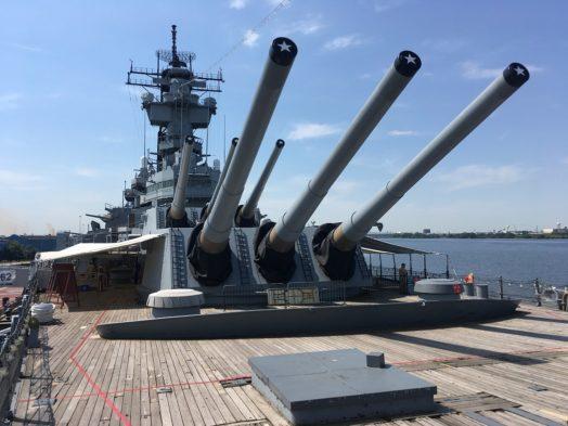 Sur le pont de l'USS New Jersey à Philadelphie